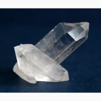 Сросток двухголовых кристаллов горного хрусталя
