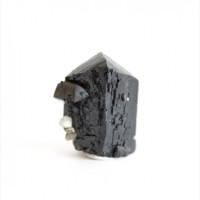 Ильваит, кварц, актинолит сросток кристаллов