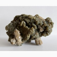 Зеленый андрадит, кварц, щетка кристаллов