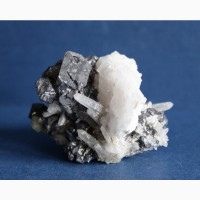 Галенит, кварц, кальцит, пирит, сросток кристаллов