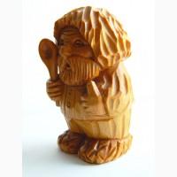 Миниатюрная скульптура из кедра Мужик в лаптях (Домовой)