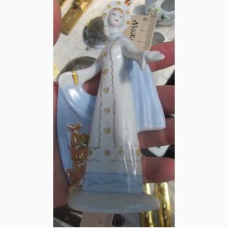 Фарфоровая статуэтка Девушка в кокошнике, ссср