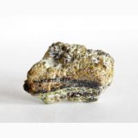 Зерна андрадита (демантоид, топазолит) в серпентините