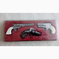Продаю сувенирный набор пистолетов