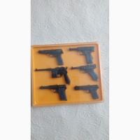 Сувенирный набор пистолетов