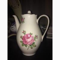 Чайник из фарфора
