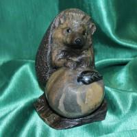 Еж с яблоком авторская скульптура оригинальный подарок от производителя