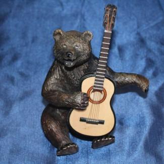 Подарок для настоящих ценителей искусства Медведь с гитарой