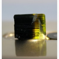 Турмалин темно-зеленый со светлой головкой