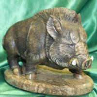 Кабан на подставке авторская скульптура из натурального камня бизнес подарок оригинальный