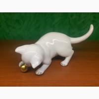 Статуэтка Белый кот с золотым мячом Германия до 1972 года