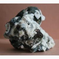 Кристаллы циркона в альбите с хлоритом