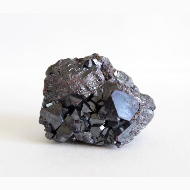 Фото 2. Куприт, самородное серебро