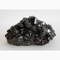 Андрадит (черный гранат), кристаллы на породе