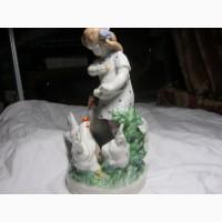 Статуэтка Птичница или Девочка с курами Дулево