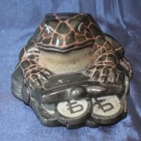 Индивидуальный оригинальный подарок из натурального камня талькохлорит Лягушка на кошельке