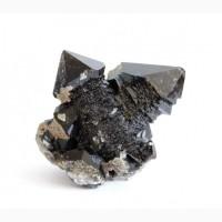 Крестообразный сросток кристаллов мориона