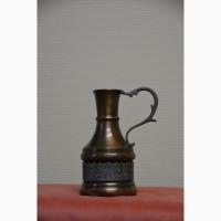 Изящный подарок: старинный медный кувшин ручной работы с оловянным сюжетным орнаментом