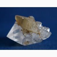 Двухголовый кварц с кристаллами кальцита (скаленоэдры)