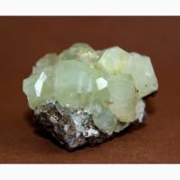 Датолит, щетка кристаллов на породе