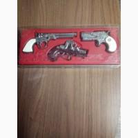 Продам коллекцию сувенирного оружия
