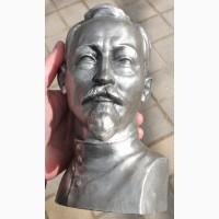Бюст Дзержинский, сплав белого металла, авторский, высота 22 см