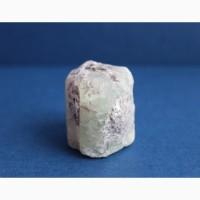 Берилл, шестигранный кристалл