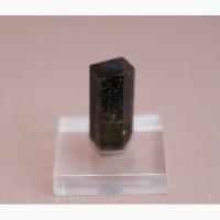 Турмалин полихромный, кристалл с цельной головкой