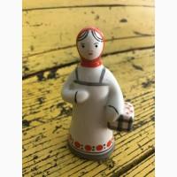 Статуэтка Девочка с корзиной в красном платочке Гжель (11 см)