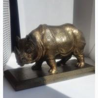 Бронзовый носорог