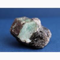 Берилл, кристалл в слюдите