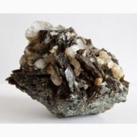 Аксинит, кварц на породе