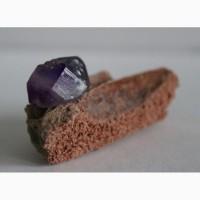 Аметист, двухголовый кристалл на породе