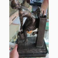 Бронзовая статуэтка Девушка с ведром, высота 35 см