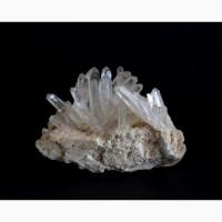 Друза кристаллов тонкопризматического кварца на полевом шпате