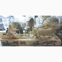 Настольная композиция Оленья упряжка с чукчей, резьба по клыку моржа, цветная гравировка
