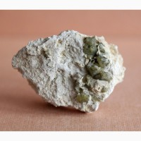 Кристаллы зеленого гроссуляра на породе