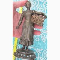 Статуэтка Девушка с дровами, бронзовый сплав