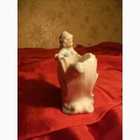Антикварная Фарфоровая фигурка Мальчик с раковиной