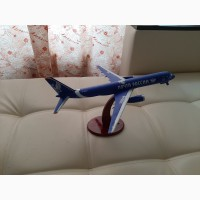 Продам модель самолета ТУ-204 масштаб 1:144