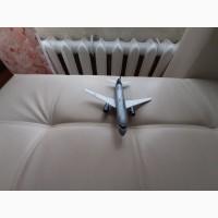 Продам модель самолета Суперджет 100 масштаб 1:144