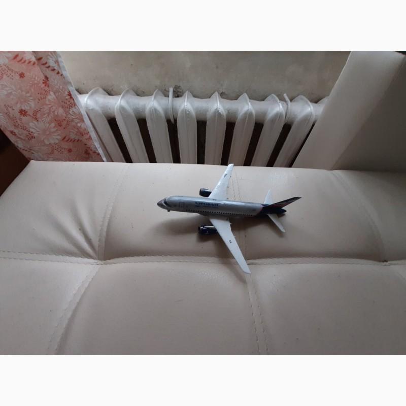 Фото 2. Продам модель самолета Суперджет 100 масштаб 1:144