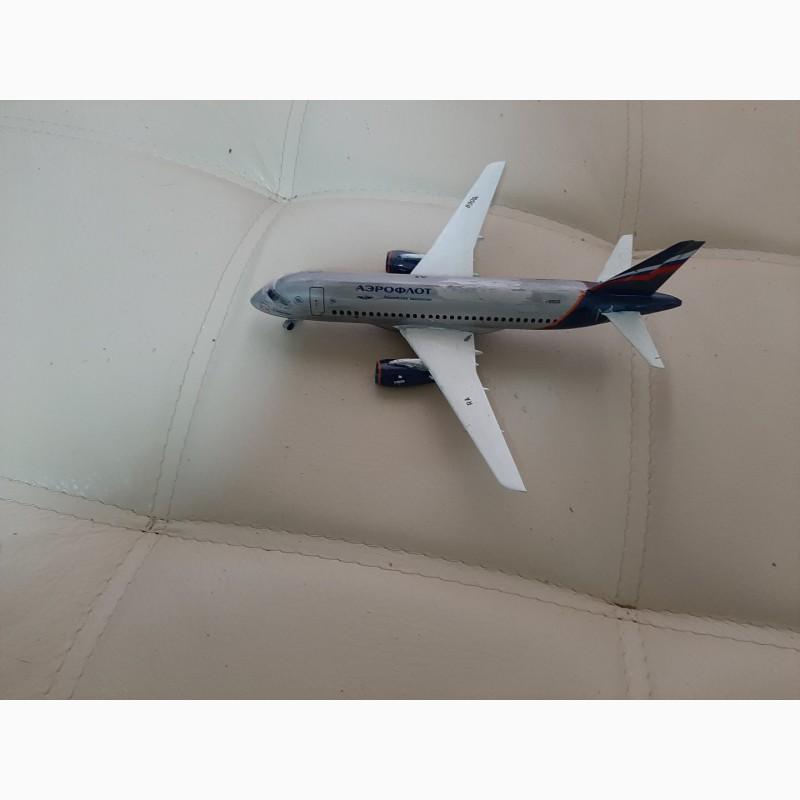 Фото 3. Продам модель самолета Суперджет 100 масштаб 1:144