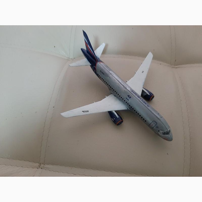 Фото 4. Продам модель самолета Суперджет 100 масштаб 1:144