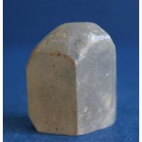Топаз: цельный, хорошо сформированный кристалл