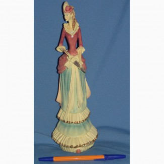 Продаю статуэтку дама в шляпе в винтажном стиле