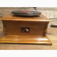 Граммофон с классическим раструбом