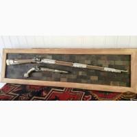 Настенное панно с серебряным оружием