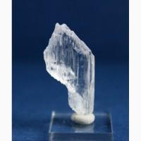 Сподумен, прозрачный бесцветный кристалл (трифан)