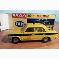 ВАЗ-2101 номерная А17 ГАИ Милиция в оригинальной коробке, маячок-капля